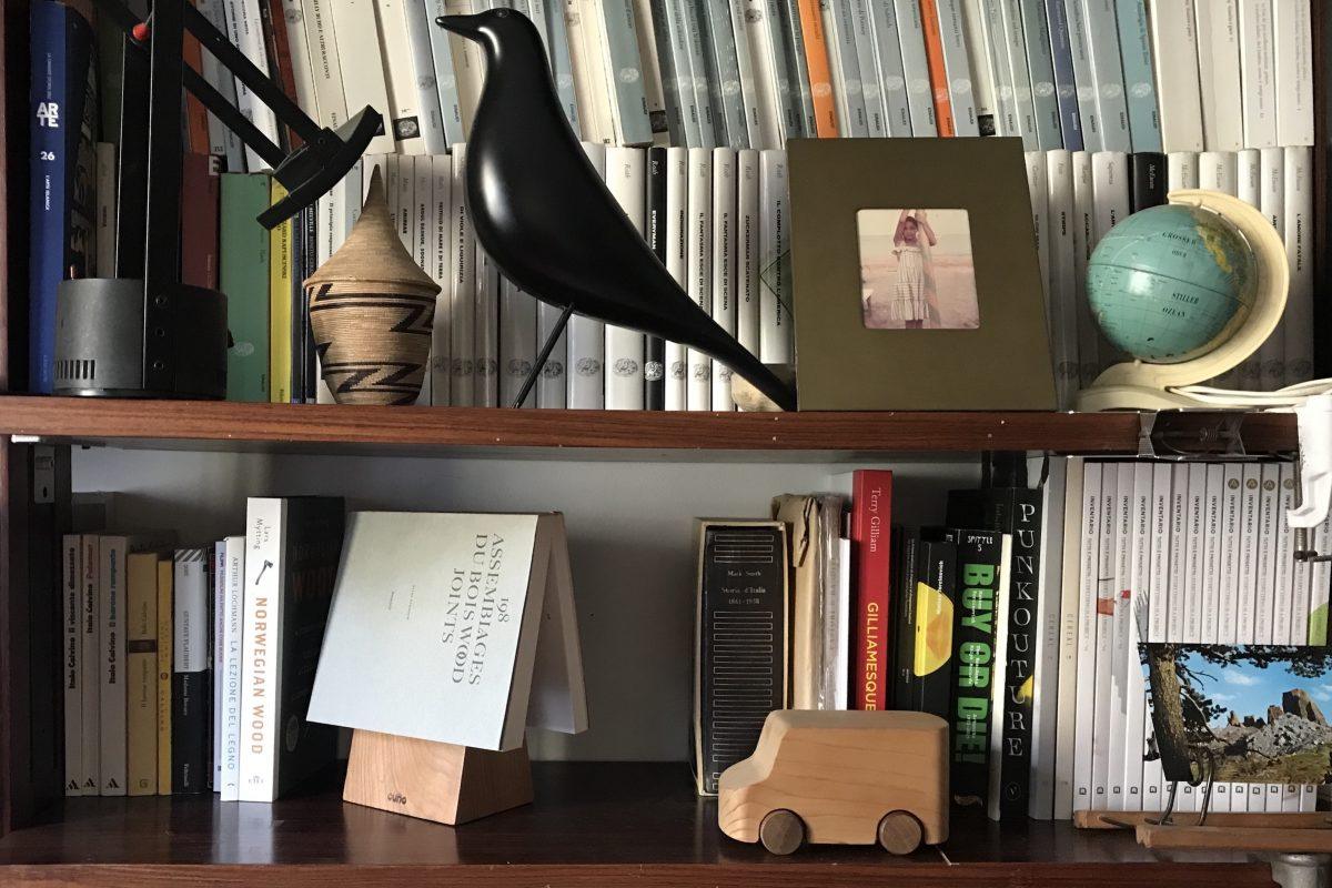 Vud-progetto cugno - book wedge - bookshelf