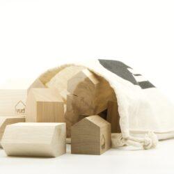 Vud 1kg of houses open bag