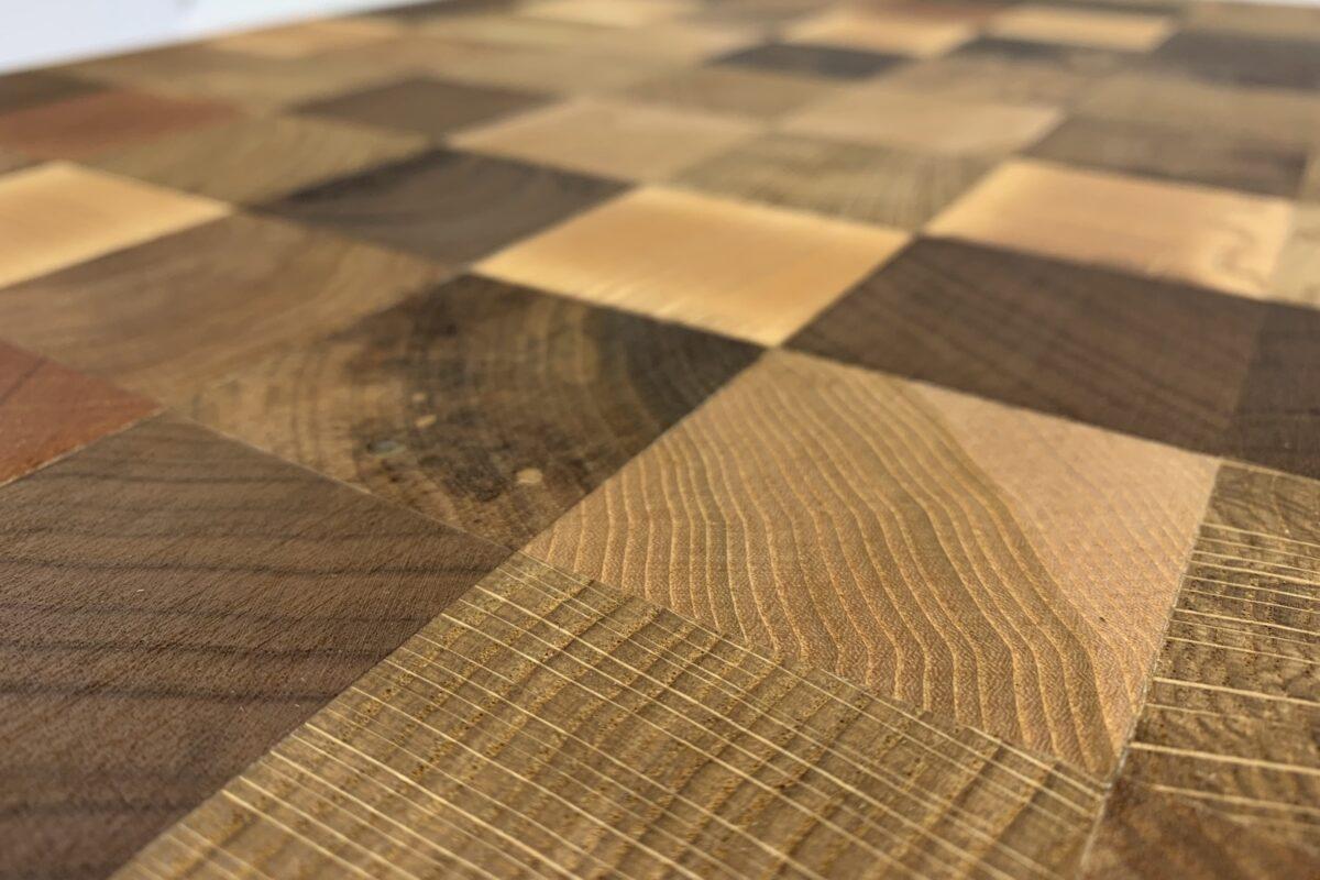 Vud checkered cuttingboard surface